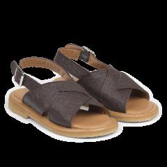 Sandal made from vegan pineapple fibers