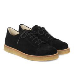 Sneaker with plateau sole and hole pattern