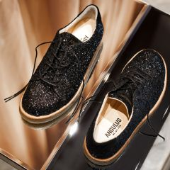 Sneaker in glitter with plateau sole.