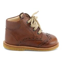 Starter shoe with laces