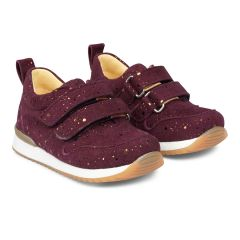 Starter sneaker with velcro closure