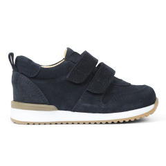 Starter sneaker with velcro closure