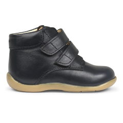 Starter shoe with velcro closure
