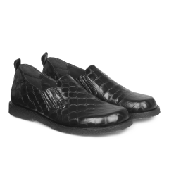 Shoe with elastic