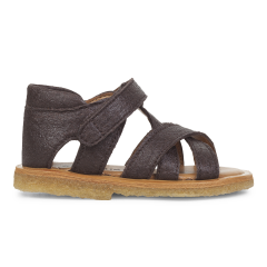 Starter sandal made from vegan pineapple fibers