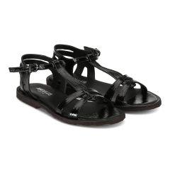 Feminine sandal with strap design