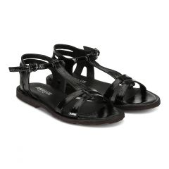 Feminine sandal with strap design