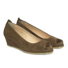 Wedge-heeled ballerina w. peeptoe and hole pattern