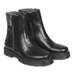Boot with zipper and track sole