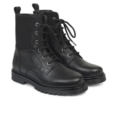 Boot with laces and inside zipper