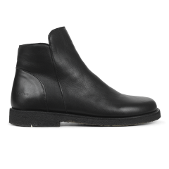 Boot with zipper wide fit
