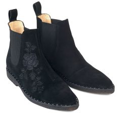 Ankle boot with embroidery and elastic