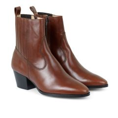 Boot with heel