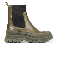 Boot with elastic